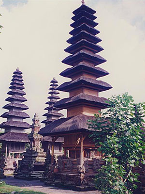 Pura Taman Ayun temple, Mengwi, Bali at the Cheshire Cat Blog