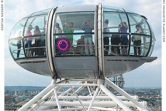 Eye-pod people on the London Eye by Gordon Mcleod at the Cheshire Cat Blog