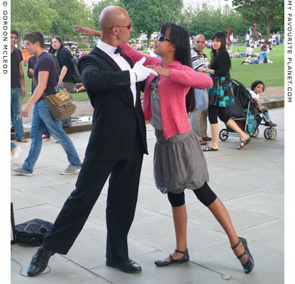 Dancing in Jubilee Gardens, London by Gordon Mcleod at the Cheshire Cat Blog