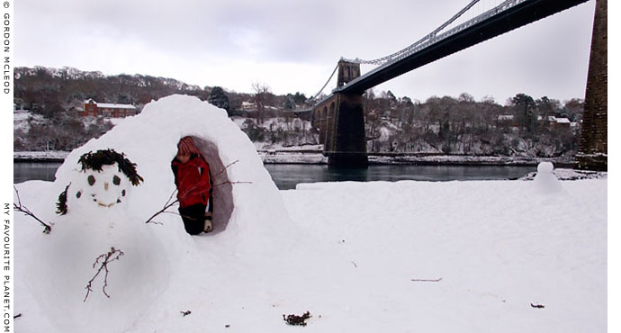 Welsh igloo-building by Gordon Mcleod at The Cheshire Cat Blog