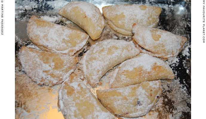 Freshly-baked mince pies by Martine Passagez at The Cheshire Cat Blog