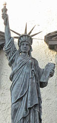 Statue of liberty, Irish American Bar, Lime Street, Liverpool at The Cheshire Cat Blog