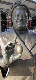 statue of Bessie Braddock MP by Tom Murphy, Lime Street Station, Liverpool at The Cheshire Cat Blog