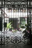 Spanish courtyard garden, Isla Afortunada at The Cheshire Cat Blog