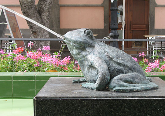Frog fountain in Afortunada at The Cheshire Cat Blog