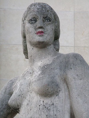 Lipsticked sculpture in Jardins du Trocadero, Paris at My Favourite Planet