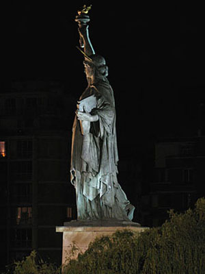 Statue of Liberty at Pont de Grenelle, Paris at My Favourite Planet