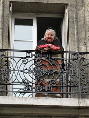 La Dame sur le balcone, Montmartre, Paris at My Favourite Planet