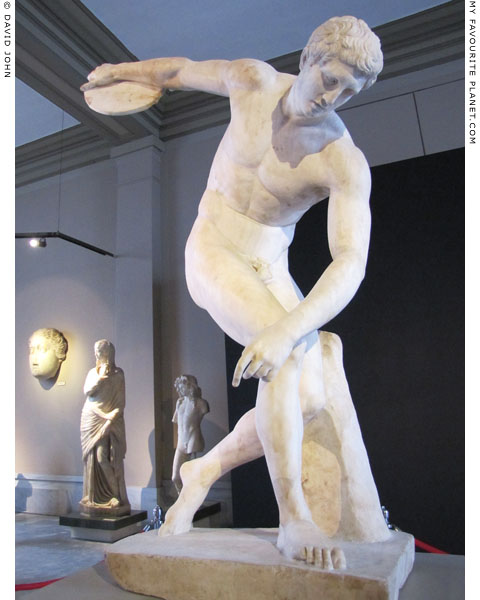 Roman copy of the Discobolus statue by Myron at My Favourite Planet